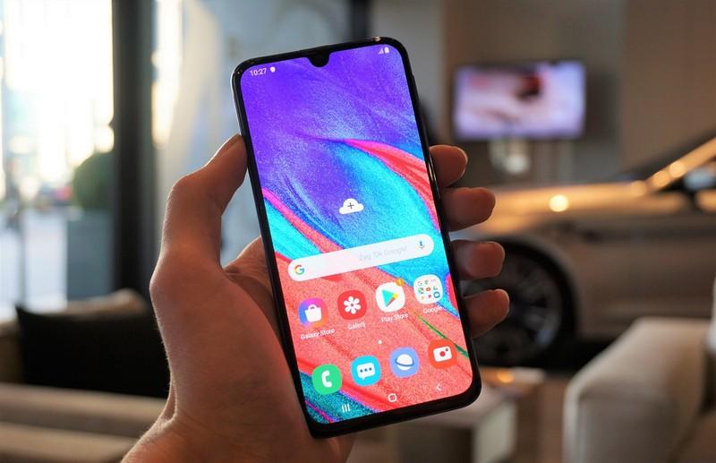 Samsung бюджетный смартфон